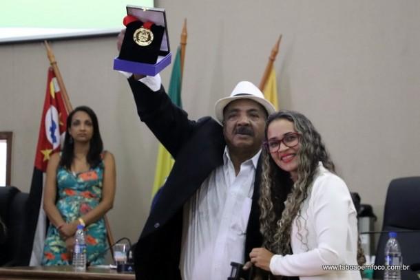 Rosangela Santos homenageia Manoel Vicente dos Santos