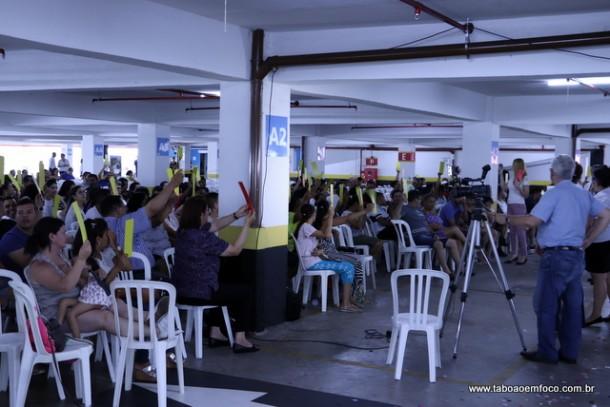 Associados durante votam as contas da Cooperativa em Assembleia.