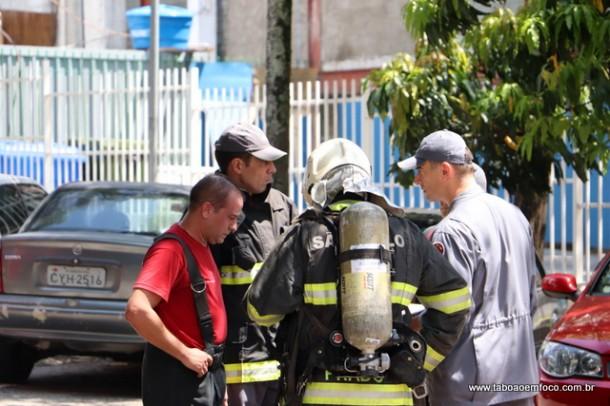 Bombeiros apos combate ao fogo