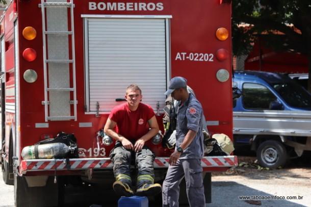 Bombeiros exausto apos incendio