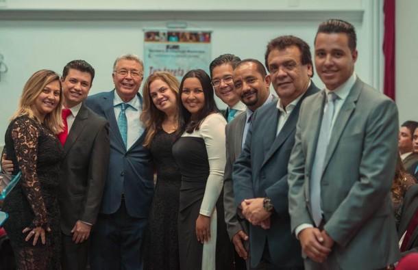 Após reunião pela manhã, prefeito Fernando Fernandes e vereadores participam de culto em igreja evangélica. (Foto: Reprodução / Facebook Marcos Paulo)