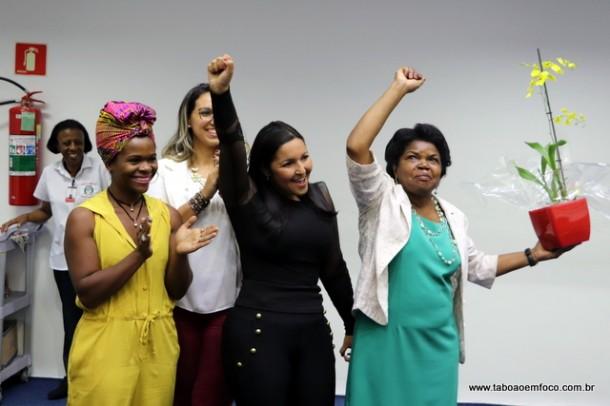 Fórum das Mulheres reúne dezenas de mulheres na Câmara de Taboão da Serra.
