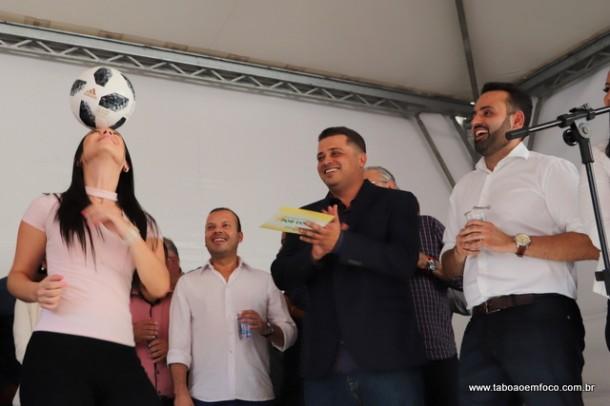 Anderson Nóbrega (de preto) assume a Secretaria de Esportes de Embu das Artes.
