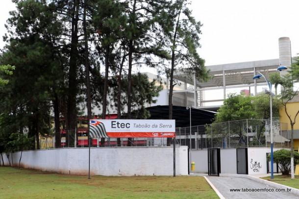 Etec Taboão da Serra fica na Praça Miguel Ortega, ao lado da Prefeitura Municipal. (Foto: Arquivo)