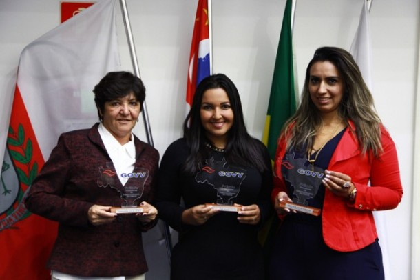 As três vereadoras foram homenageadas após votação direta que contou com mais de 16 mil participantes. (Foto: Thiago Walter / Divulgação)