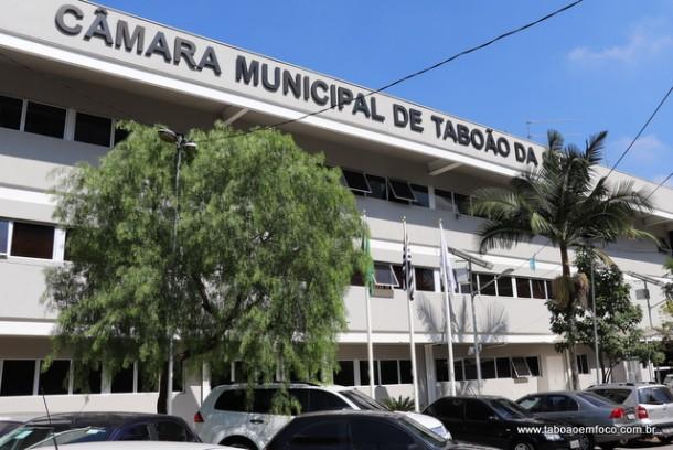 Poder legislativo terá mais 10 servidores com lei aprovada pelos vereadores.