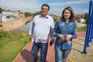 Prefeito de Taboão da Serra, Fernando Fernandes e a deputada Analice durante visitas às obras no Córrego Pirajuçara. (Foto: Divulgação / Analice Fernandes)