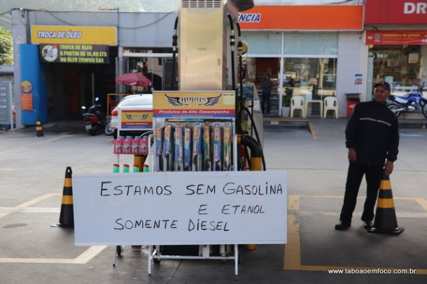 No posto do Centro de Taboão já não há combustível.