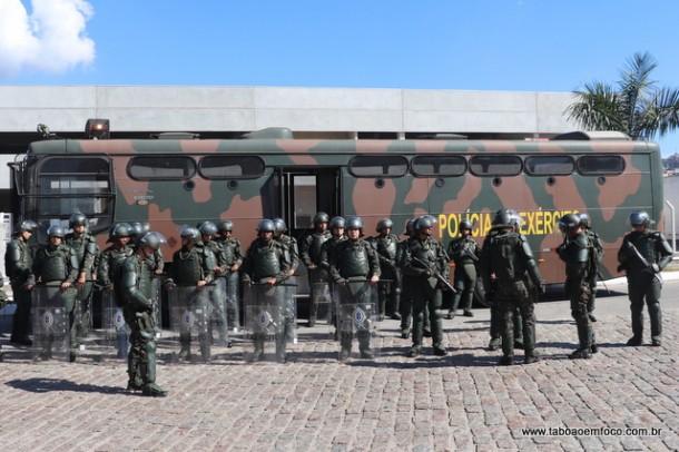 Exército mobilizou cerca de 500 soldados para dispersar caminhoneiros em Embu das Artes.