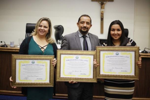 Vereadores Érica Franquini, Cido e Joice Silva querem trabalhar pela paz em Taboão. (Foto: Divulgação / CMTS)