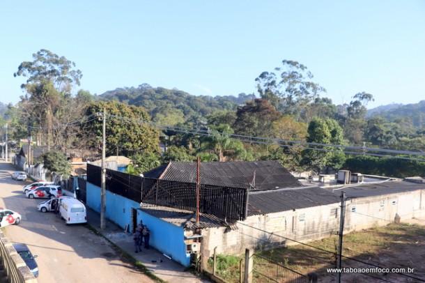 Justiça despeja Hawaí Club nas margens da Rodovia Régis Bittencourt, em Taboão da Serra.