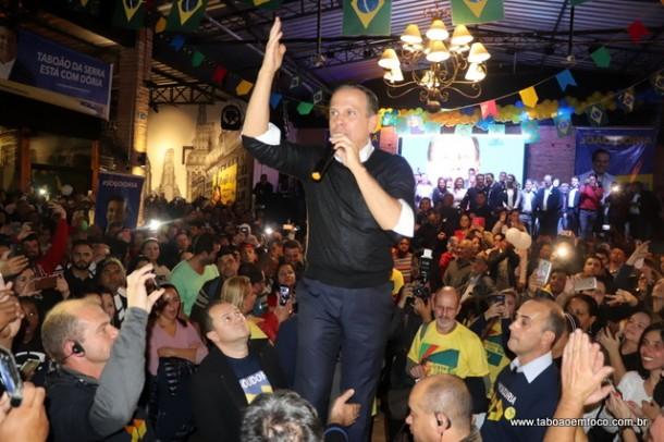 João Dória discursa a correligionários do PSDB e simpatizantes em Taboão da Serra.