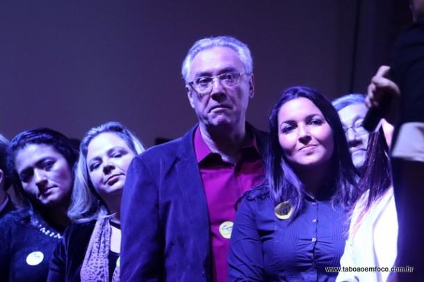 Joice Silva (a frente) acabou vaiada em evento do PSDB. Ela acusa pessoas ligadas ao vereador Eduardo Nóbrega de serem os responsáveis pelas vaias.