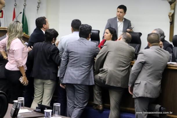 Após sessão de 12h, vereadores alteram Plano Diretor.