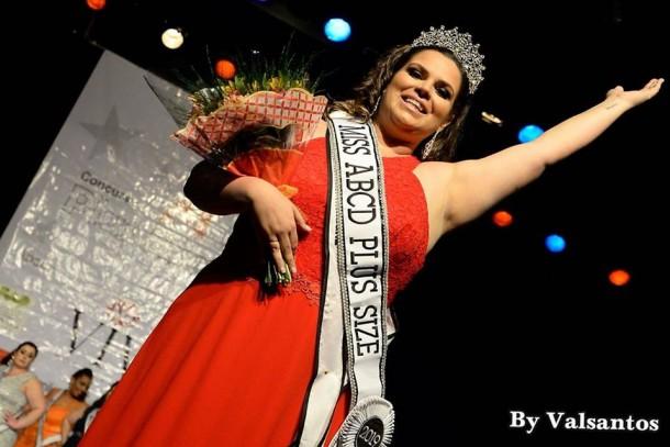Nathalia é professora da Escola de Bailado de Taboão da Serra concorreu com 31 candidatas no concurso Miss Plus Size ABCD. (Foto: Reprodução)