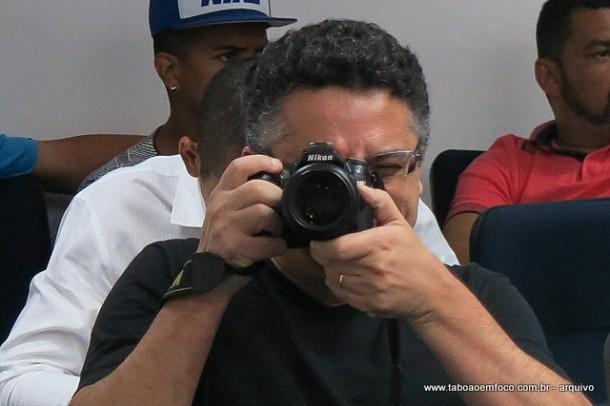 Jornalista Adilson Oliveira é agredido por truculentos seguranças no Rodeio de Itapecerica da Serra.