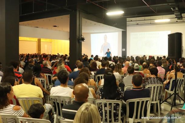 Em fevereiro, palestra motivacional no Taboão Plaza Outlet atraiu centenas de pessoas.