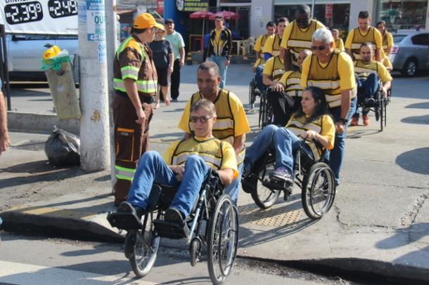 """Ação """"Sentindo na Pele"""" realizada pela Secretaria de Transportes de Taboão teve a participação dos Agentes de Trânsito. (Foto: Ricardo Lima / PMTS)"""