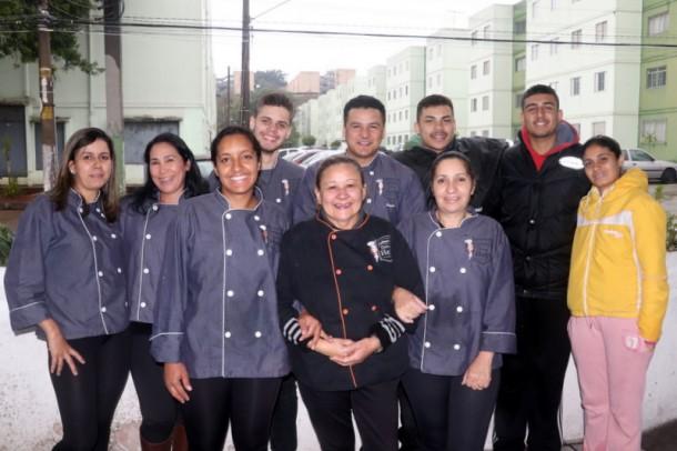 Equipe de colaboradores da Culinária Dona Help, responsáveis pela produção e entrega das refeições em sua residência.