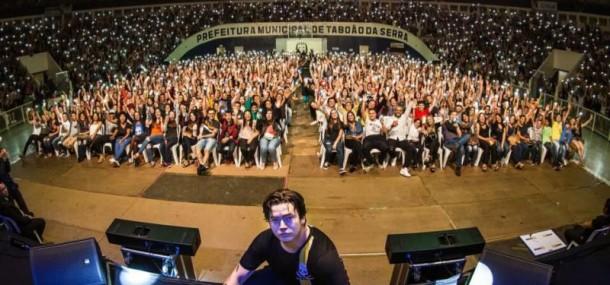 Em dezembro de 2017, Nunes se apresentou em Taboão da Serra. (Foto: Reprodução)