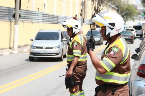 Sistema de Transmissão de Voz Digital agiliza o trabalho dos agentes de trânsito de Taboão da Serra. (Foto: Ricardo Vaz / PMTS)