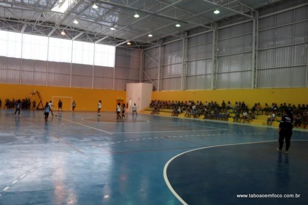 Quadra tem dimensões oficiais e vai receber uma série de jogos dos futsal profissional feminino e masculino.