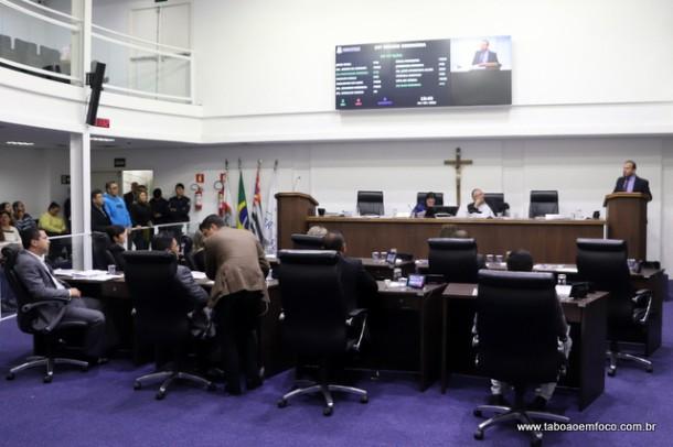 Clima ficou tenso na primeira sessão após racha entre grupo de vereadores e o prefeito Fernando Fernandes.