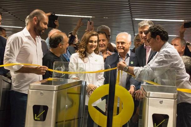 Deputada Analice Fernandes participa da inauguração da nova estação. (Foto: Reprodução - Facebook Analice Fernandes)