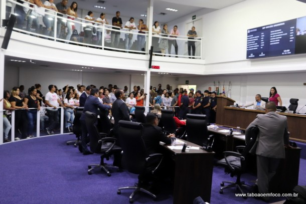 Clima tenso entre vereadores e seus apoiadores na Câmara de Taboão da Serra.