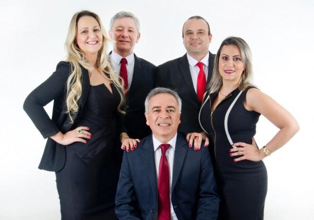 Integrantes da Chapa 2 – OAB PARA TODOS é composta pelo Dr. Moacir Tertulino da Silva (sentado) e Dra. Andressa Luchiari de Souza, Dr. Ramiro Filho Santos Morais, Dr. Francisco Nelson de Alencar Junior e Dra. Alessandra M. da Silva (em pé).