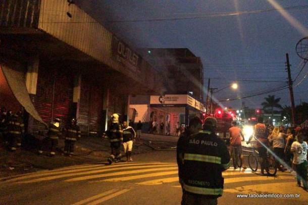 Incêndio em loja na região do Pirajuçara.