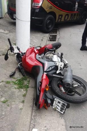 Moto que era utilizada por dupla acusada de tentativa de roubo no Jardim Leme. Os dois foram mortos pela GCM.