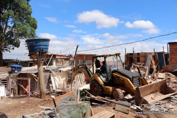 Terreno no Parque Laguna é alvo de reintegração de posse após meses ocupado.