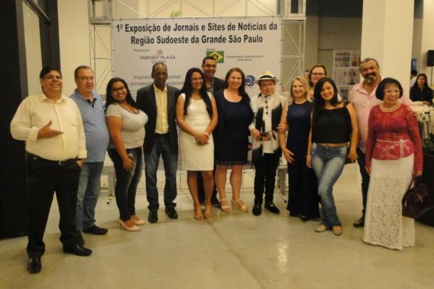 Representantes da imprensa regional durante exposição no Taboão Plaza Outlet. (Foto: Um Novo Jornal)
