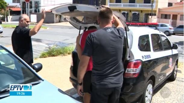 Divulgou as fotos íntimas da ex-namorada, mas acabou preso na casa da atual namorada em Taboão da Serra. (Foto: Reprodução)