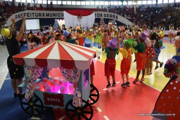 Natal Nota 10 de Taboão da Serra reúne milhares de alunos da rede municipal.