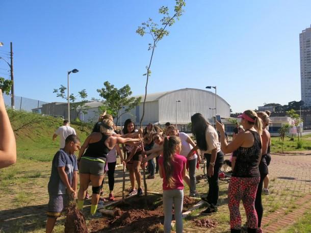 """Ação """"Ritmo Natureza"""" realizou o plantio de mais de 80 árvores no Parque da Família. (Foto: Divulgação)"""