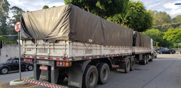 Polícia Civil de Taboão encontra caminhão com carga de arroz roubada na Régis Bittencourt