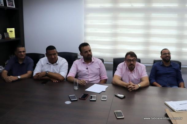 Ney Santos (ao centro) fala sobre as mudanças em seu secretariado.