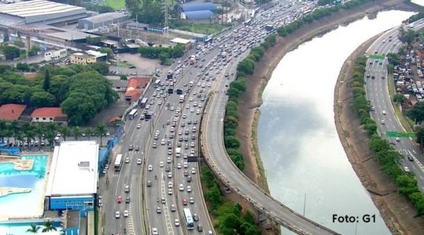 Ponte que liga Marginal Tietê a Rodovia Dutra foi interditada para evitar acidentes, já que foram encontradas rachaduras.