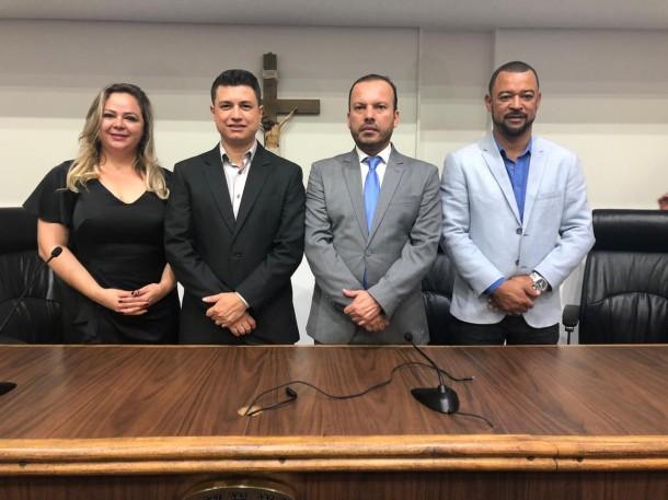 Nova mesa diretora da Câmara Municipal irá presidir o Legislativo Taboanense. (Foto: Leandro Barreira / CMTS)