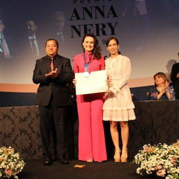 """Conselho Federal de Enfermagem confere """"Prêmio Anna Nery"""" à Analice Fernandes"""